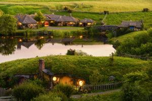 """Hobbiton w Nowej Zelandii, gdzie kręcono film """"Władca Pierścieni"""" J.Camerona"""